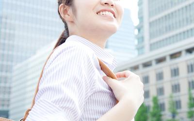 詰め物やかぶせ物について、見た目の上でご自身のもともとの歯との差が大きい金歯や銀歯を選ばれる方は、時代とともにかなり減少しています。